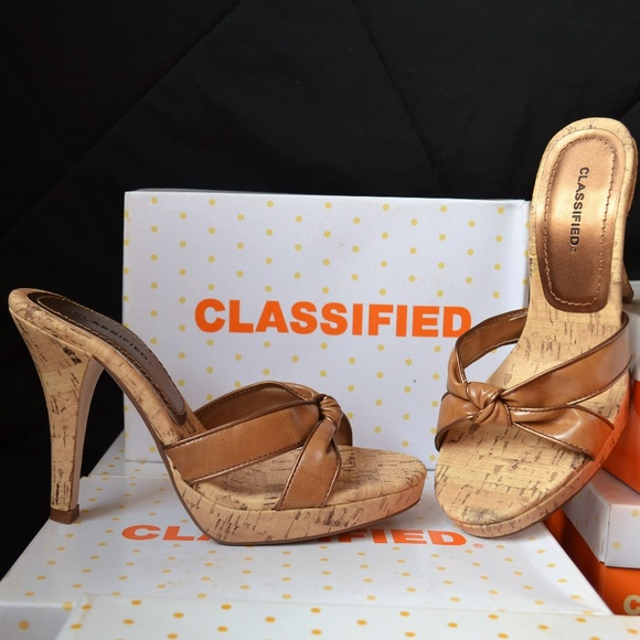 8039e3c38546 CLASSIFIED Safari Tan Platform Shoes Heels 7